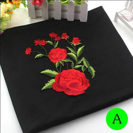 China Polyester stickte Eisen auf Flecken-Applikationen mit Butiken-Rosen-Blume 19*14 cm usine